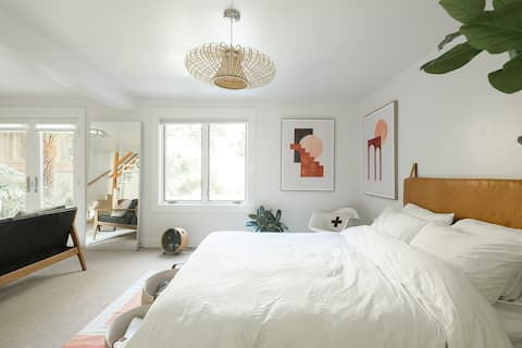 Retreat to Modern Suite in The Castro with Garden