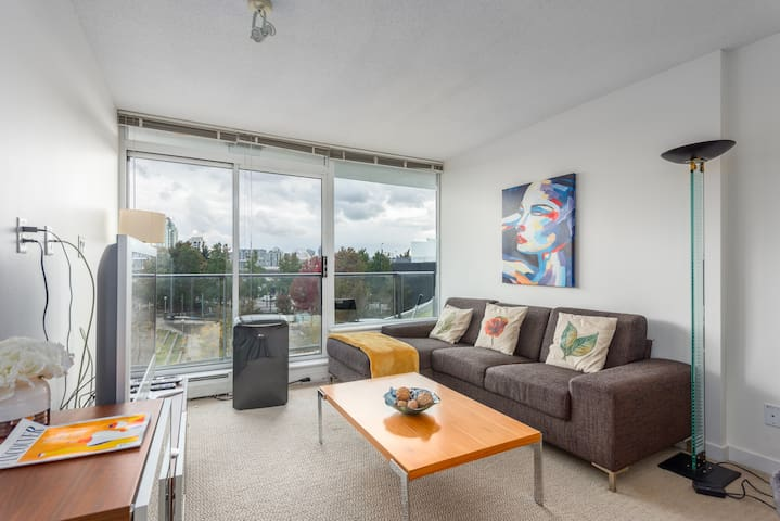 Modern One Bedroom Apartment/Heart of Downtown