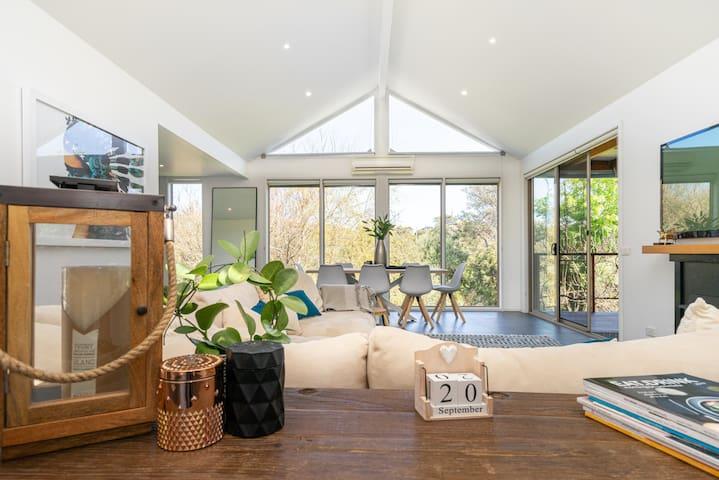 Luxury Hamptons House-  Poolside Entertainer