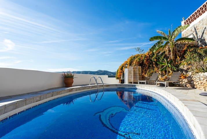 Preciosa casa de pueblo con jardín y piscina
