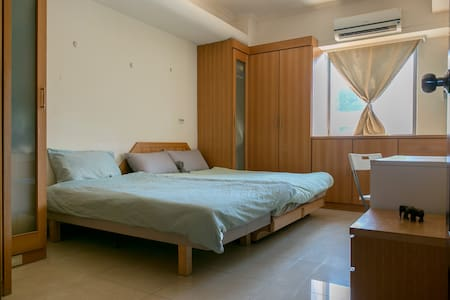 台北月租共同分擔生計. Monthly rent in shared flat. Room A