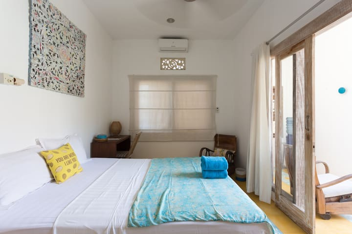 CANGGU-central, self cont room-7min to beach. AC