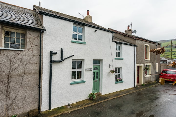 Beautiful totally refurbished cottage .