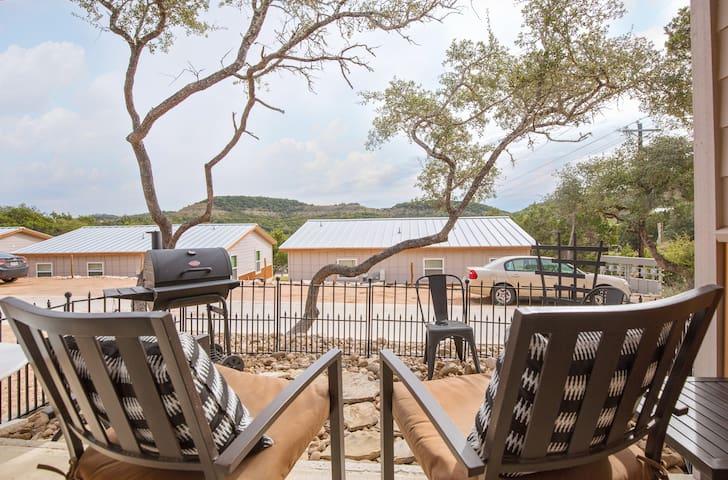 ⌘ LONGHORN Cabin ⌘ Canyon Lake Mini-Lodge