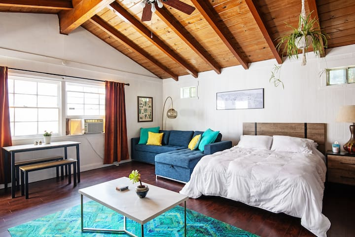 Santa Monica Little Boutique Beach Bungalow