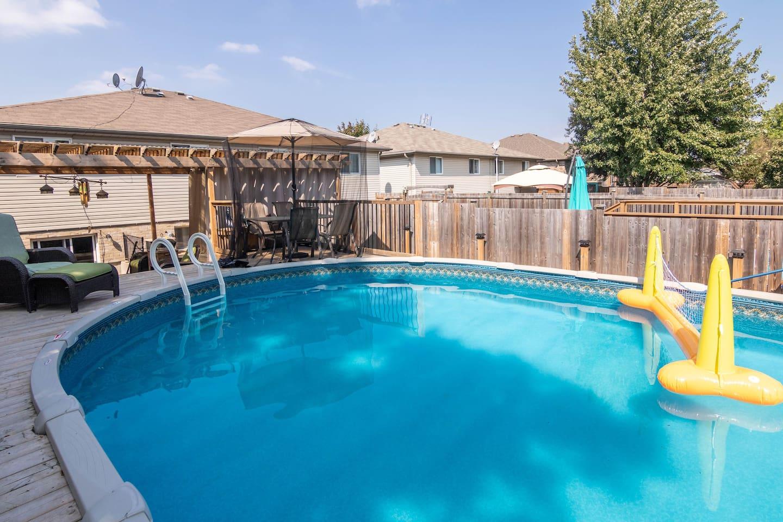 Arabian   whole upper level / hot tub/patio