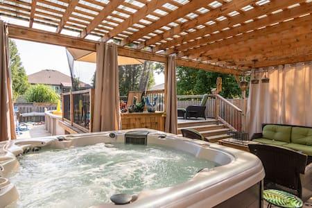 Arabian nights:Private driveway, heated pool & tub