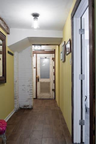 Grand Manor Prohibition Quarters Apartment Suite