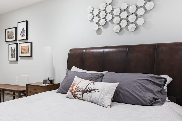 Luxurious Duxiana queen bed
