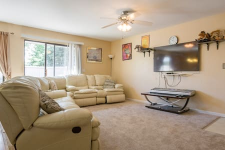 Spacious 3 bds 1bath with living&dining room & Ki