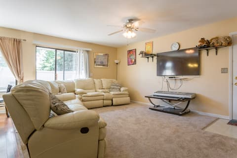 Spacious 3 rooms and a shared kitchen/dining room