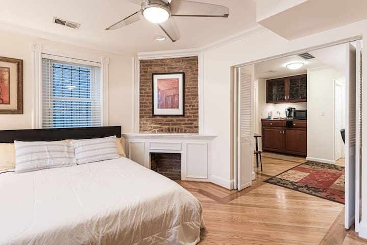 Capitol Hill Rowhouse Suite