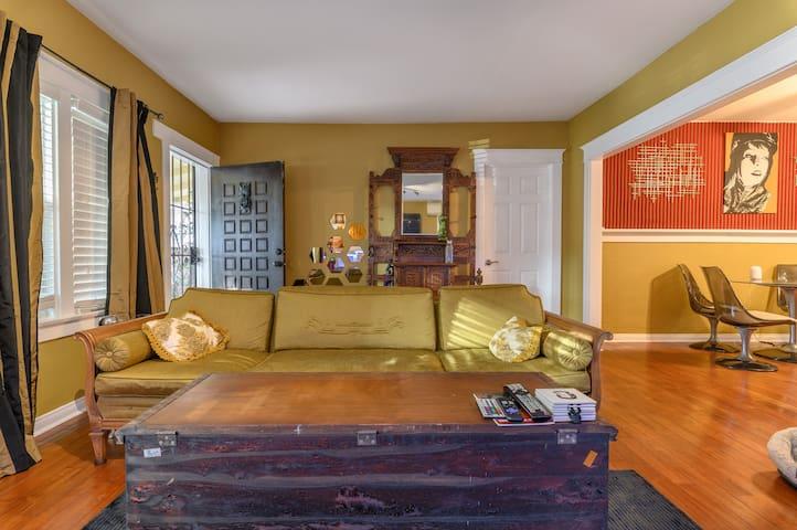 Room in Artsy Glendale home w/ beautiful yard!