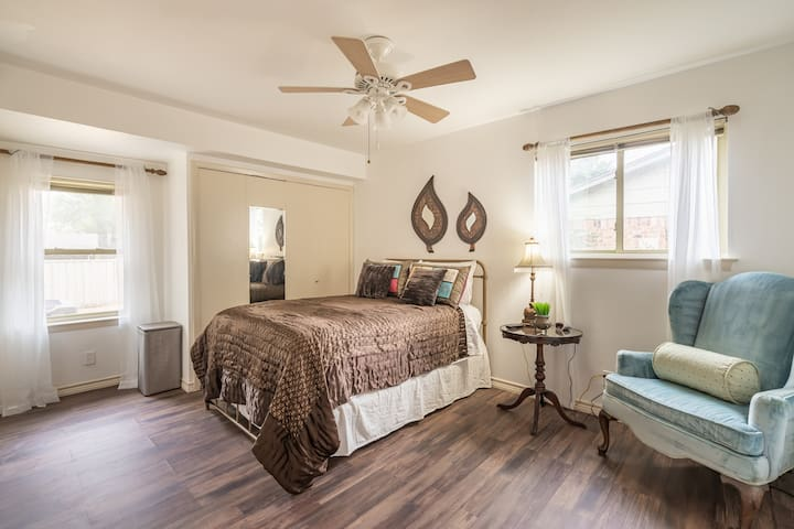 Oasis2 near DFW airport with Mediterranean setting