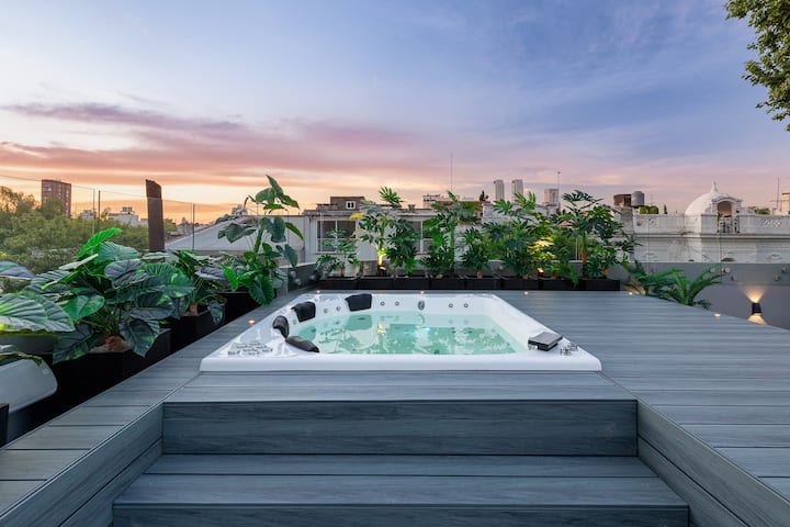 Astonishing Palermo Soho Masterpiece with Jacuzzi!