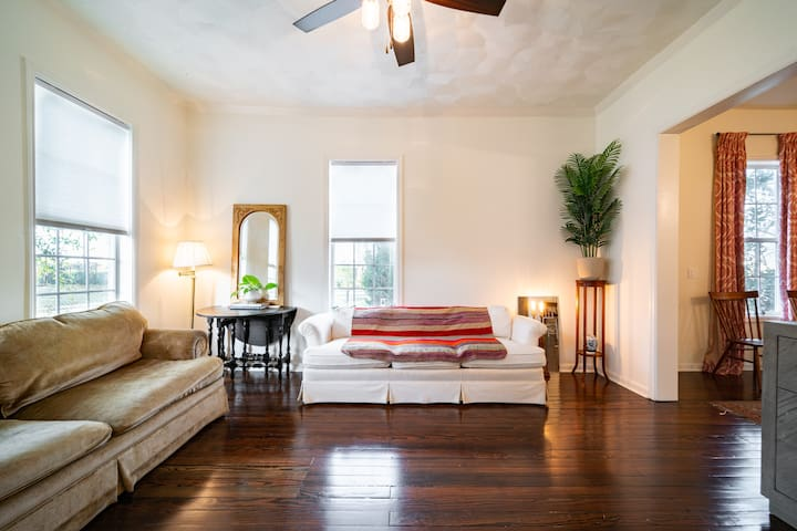 Charming Room in Charleston-Style Home - DT close!