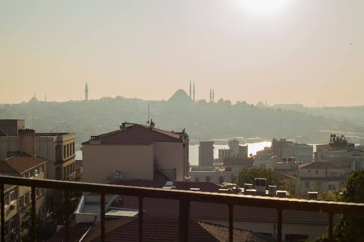 In the heart of Galata Apartment Room with Terrace