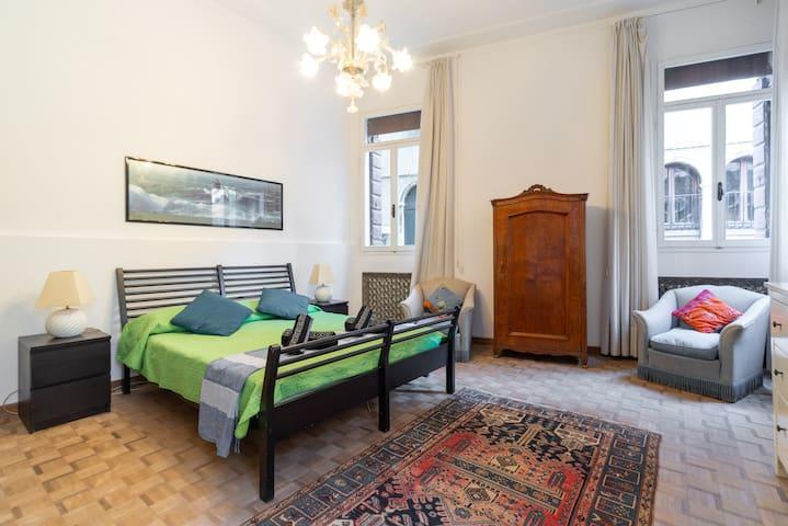 San Marco, Elegant & Spacious Venetian Apartment!