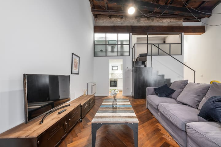 Cozy design apt in the heart of the city center