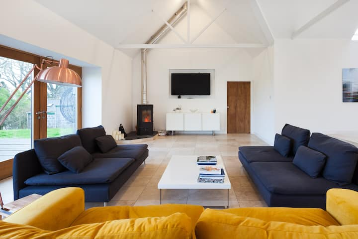 Large, Modern Steading in Stunning Location