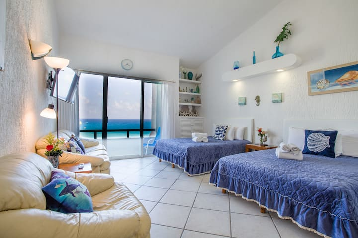 Cancun Hotel Zone. Luxury Beachfront & Pool Studio