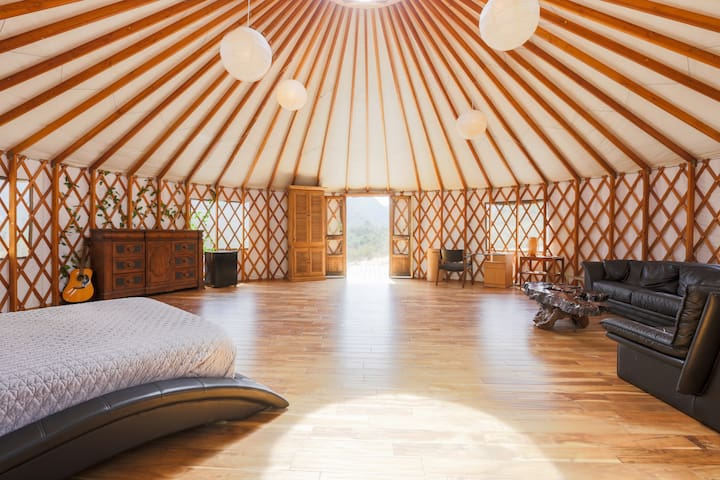 Huge Yurt Access to MANSION. Castle vibes! Bali!