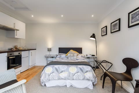 Modern immaculate studio with aircon & parking