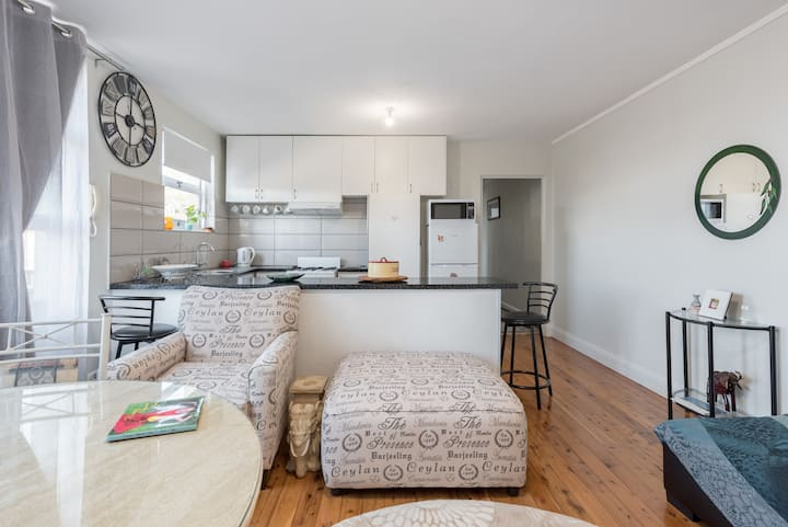 Gorgeous 2 Bdr Furnished Miranda Apt in Sydney
