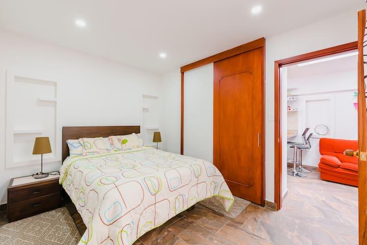 Apartamento independiente amoblado - baño privado