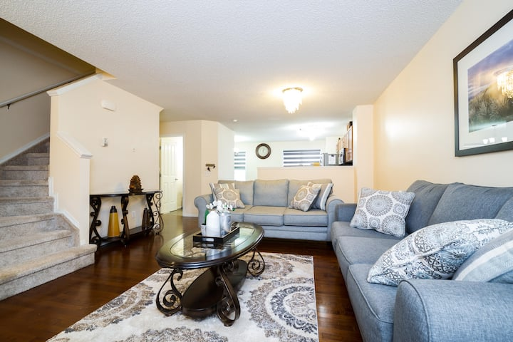 Beautiful townhouse with easy access to amenities