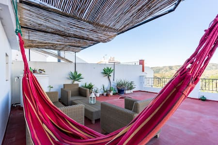 rooftop- Green room, double bed with balcony