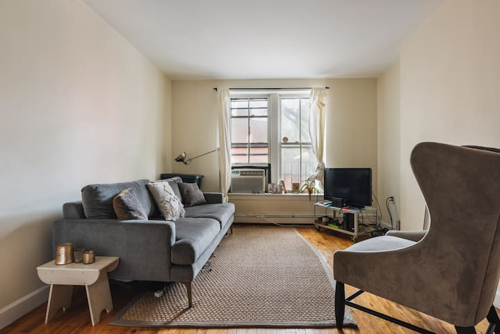 Brooklyn Heights apartment- walk from waterfront
