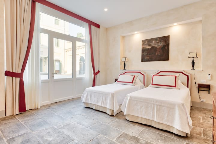 Suite at Palazzo Mantua Benavides, Red