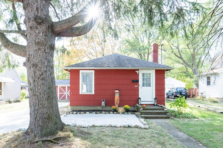 Cozy Home on 57! - Walkable from Medina Square! :)