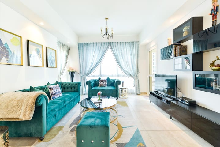 Marvellous 2 Bed Room Apt. in Palm Jumeirah