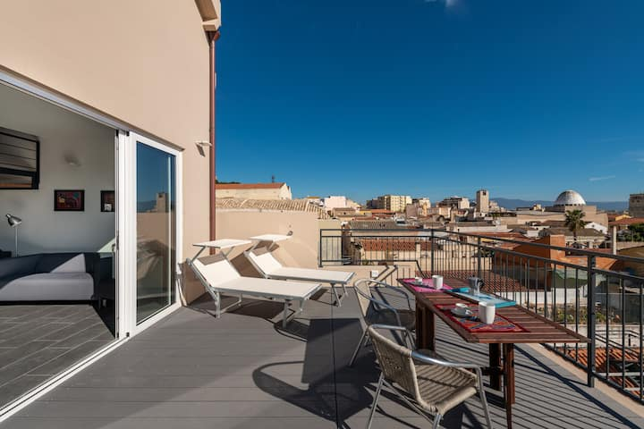 Cagliari Downtown Apartment with Panoramic Terrace