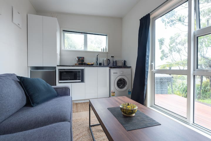 Nikau Tiny Home in Titirangi