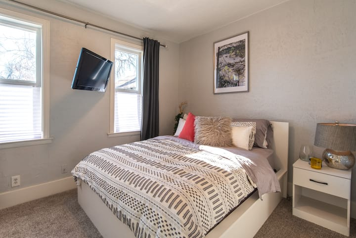 Downtown SLC PRIVATE Guest Suite W/ Private Entry