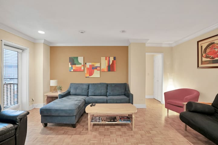 Beautiful 1 Bed Condo Heart of Downtown ATL