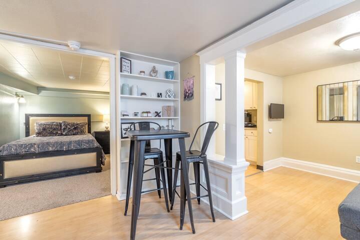 Convenient location NW Portland Studio Apartment