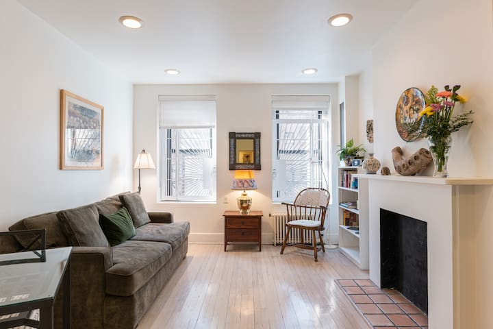 Light and Airy Upper East Side 1 BDR apartment