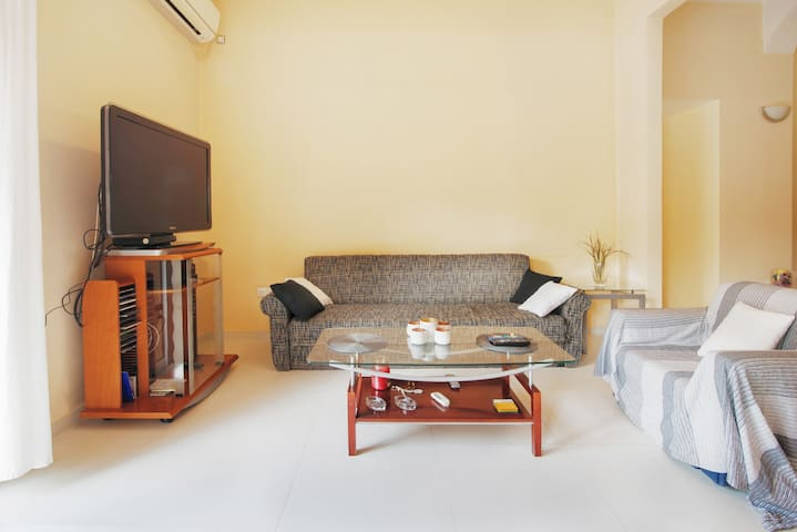 ★ Fully equipped 2BR apartment in central Athens!
