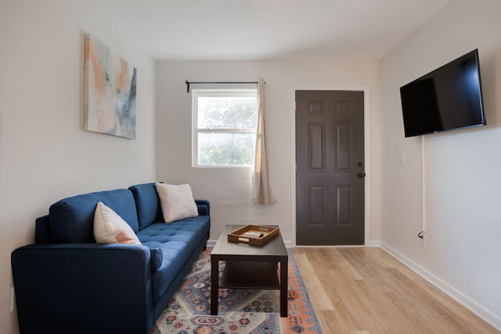 Quiet, Comfortable w/ 2 Beds and Workspace
