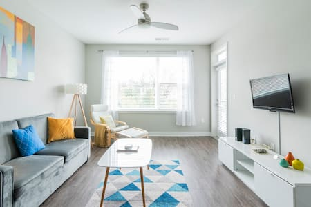 1BR 3 Beds ★ Pool ★ Near Uptown, Airport, & Food