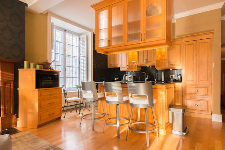 Old Quebec Grand Luxury Condo | Latest Amenities
