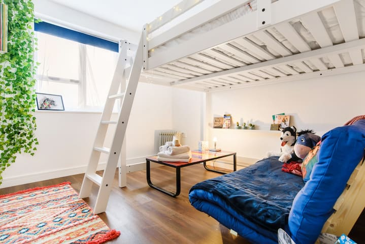 Children stay 1/2 price - entire flat for 3+ guest