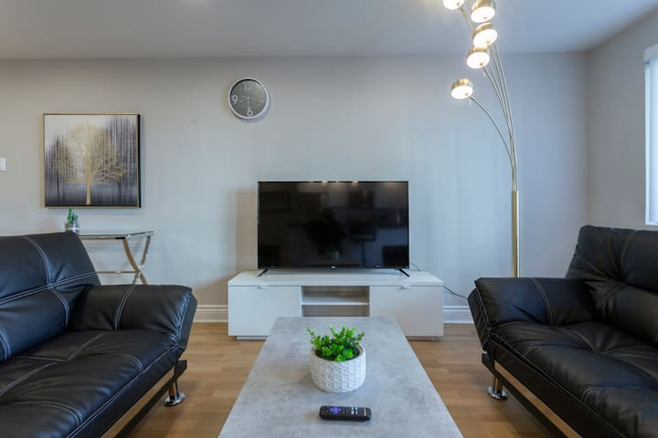 Luxurious 2 bedrooms|Montreal Downtown | FREE Prkg