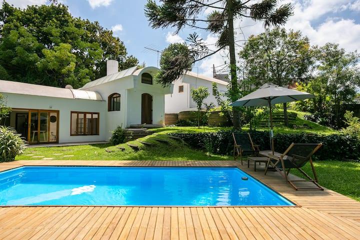Pasargada Ecovillage · Linda e Confortável Casa na Granja Viana