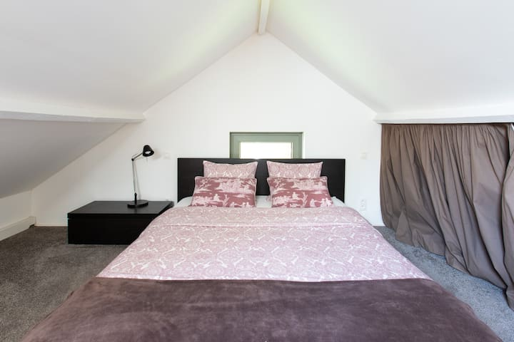 Cottage bedroom double bed