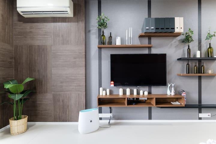 Modern & Cozy One Bedroom(5) @ Arcoris #1-4pax